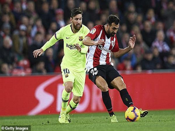 Messi siêu sao hóa vô hình, Barca tố trọng tài