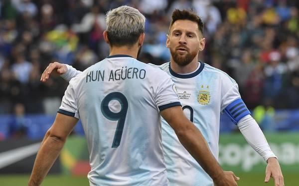 Aguero ngầm xác nhận Messi tới Man City