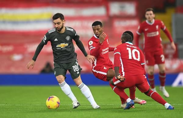 MU giữ ngôi đầu sau trận hòa Liverpool