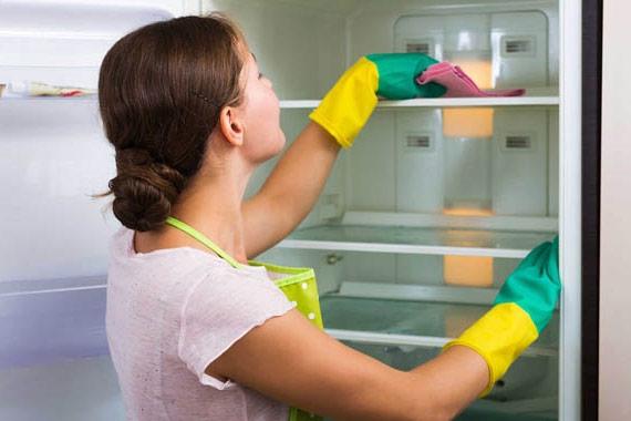 Mách bạn cách dạy con làm vệ sinh tủ lạnh chỉ trong 5 phút