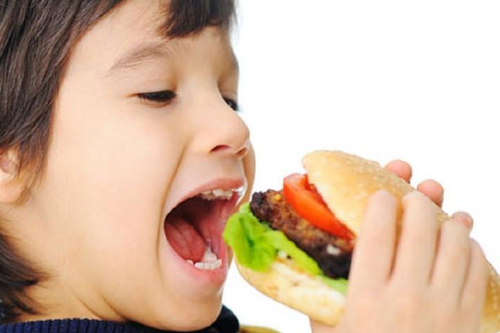 Mơ thấy ăn uống điềm báo gì đánh số gì?